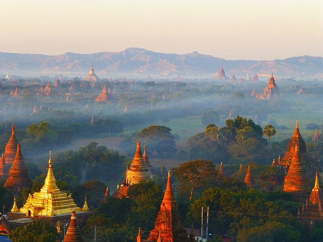 Balloons over Bagan (Myanmar 2013)