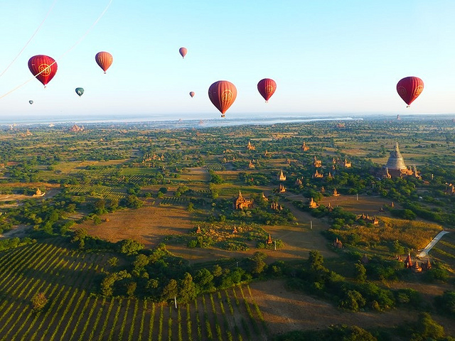 Balloon over Bagan (Myanmar 2013)